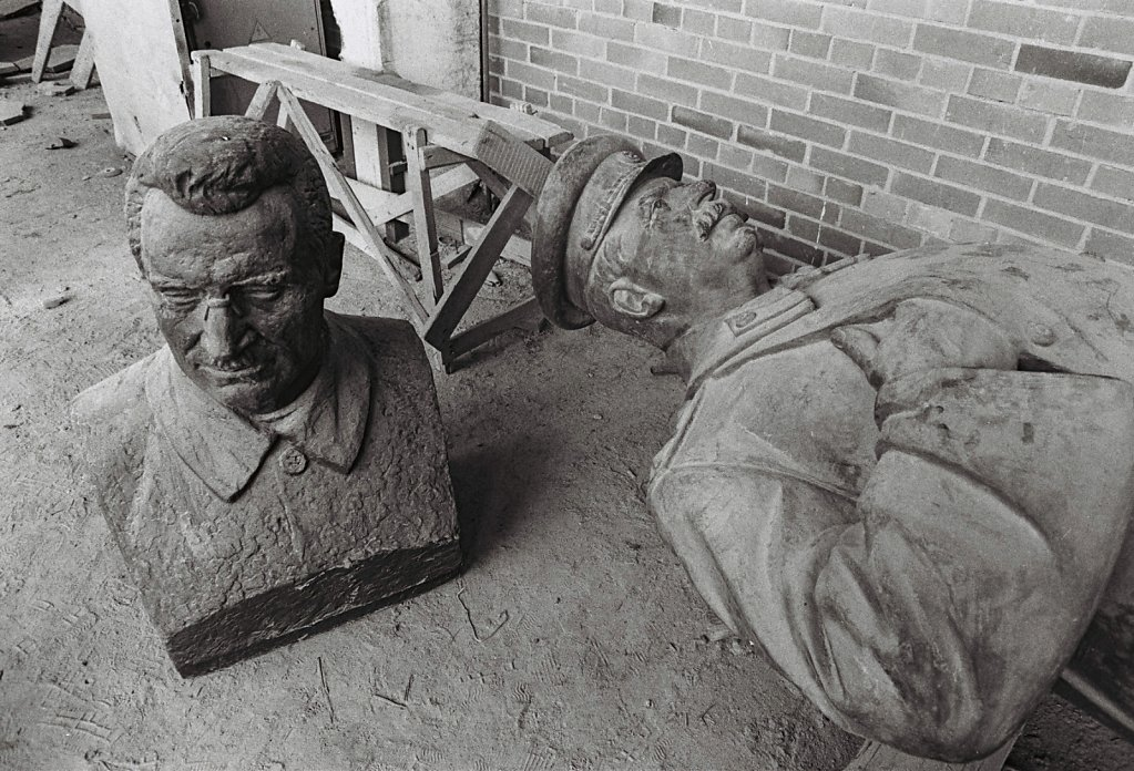Gestuerzte Denkmaehler bei Kaliningrad, Russland (Portrait, Reportage, on location, redaktionell)